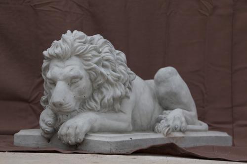 "Small Lying Lion - 18"""